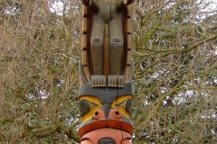 Poteau totem du chef Tony Hunt des Kwakiutl - wikimedia commons, Leonce49 CC BY-SA 3.0