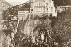 Sanctuaires de Lourdes - wikimedia commons, domaine public