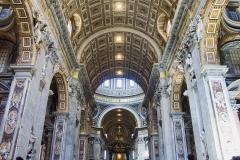 Basilique St Pierre de Rome , nef, 17ème  - wikimedia commons,  J-C Benoist, CC BY 2.5