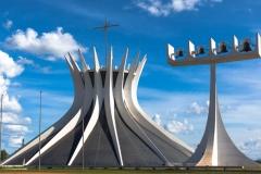 Cathédrale métropolitaine Notre Dame de l'Apparition de Brasilia, Oscar Niemeyer,1970 - wikimedia commons, Webysther, CC BY-SA 4.0