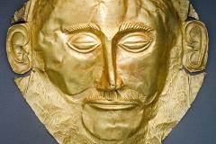 Masque funéraire mycénien dit d'Agamemnon, 16ème siècle av. J.C., musée national archéologique d'Athènes  - wikimedia commons CC BY-SA 3.0