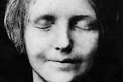 L'inconnue de la Seine, masque mortuaire, fin 19ème siècle - wikimedia commons, domaine public