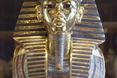 Masque funéraire de Toutânkhamon, Egypte, 14ème siècle av. J.-C. - Wikimedia commons, domaine public Par Roland Unger — Travail personnel, CC BY-SA 3.0,