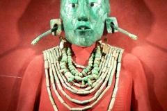 Masque funéraire maya en jade de Pascal, 7ème siècle - Wikimedia commons, par Wolfgang Sauber, travail personnel, CC BY-SA 3.0,