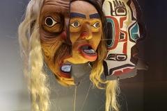 Masque de transformation Kwakwaka'wakw, Canada - wikimedia commons, par Myrabella, CC BY SA 4.0