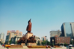 Statue de Mao à Shenyang - wikimédia commons, Yumingshe, CC BY-SA 4.0